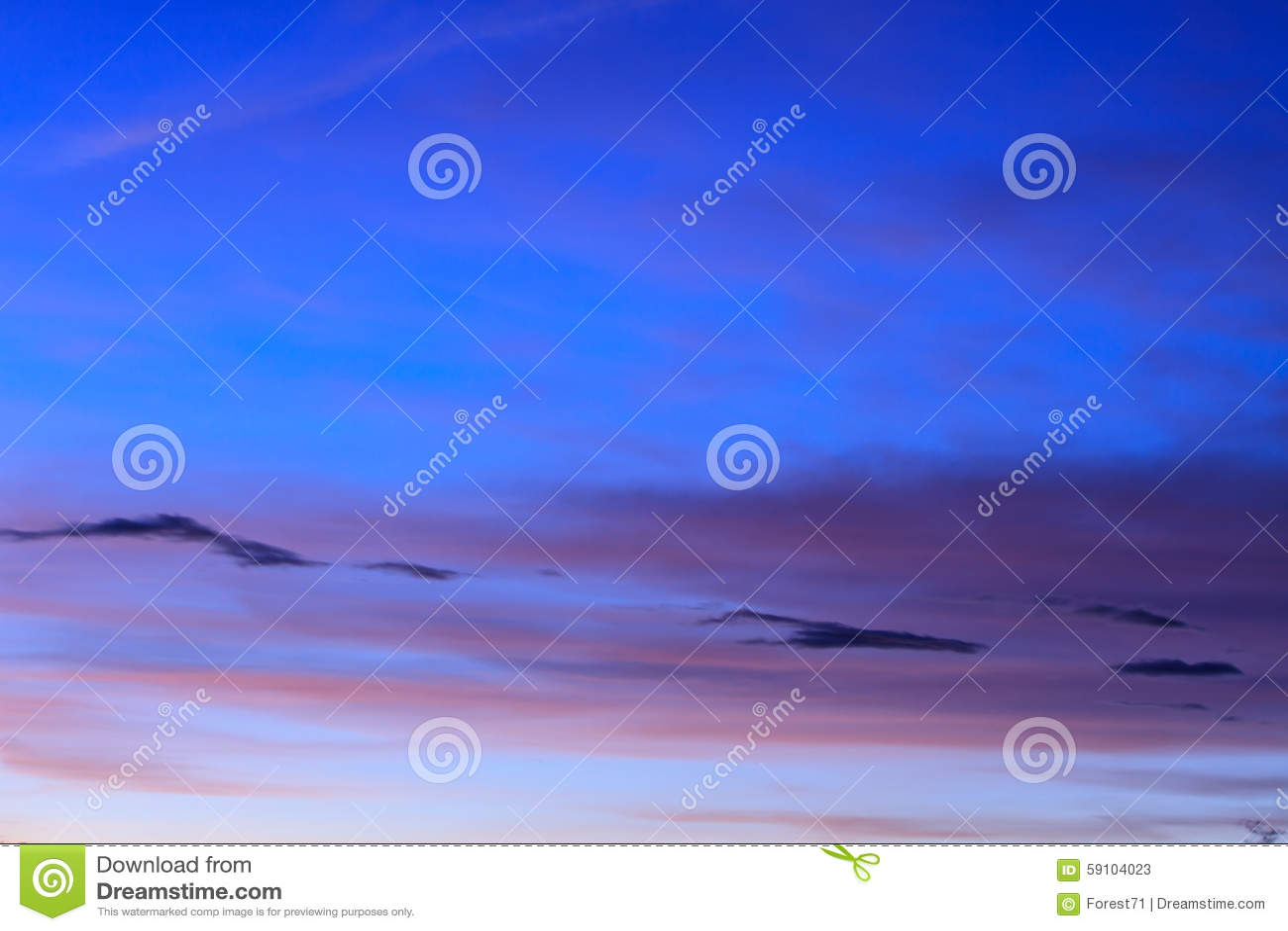 与美丽的云彩的日落