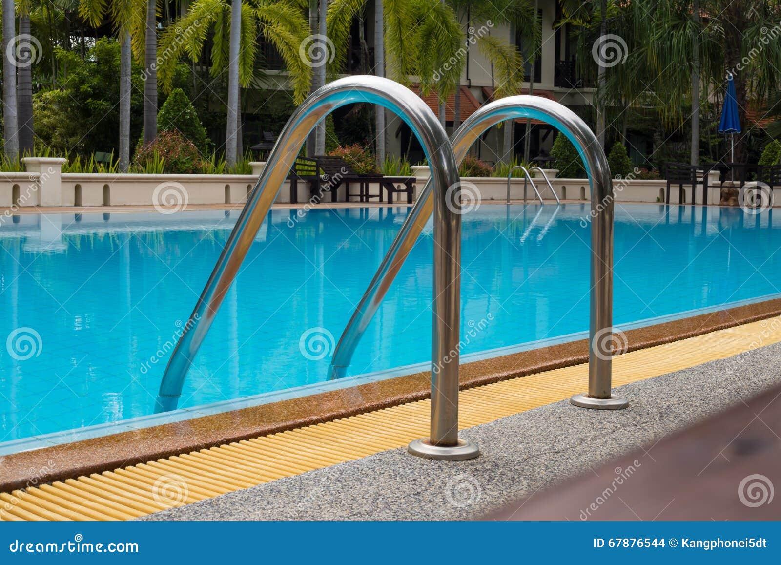 与美丽的游泳池