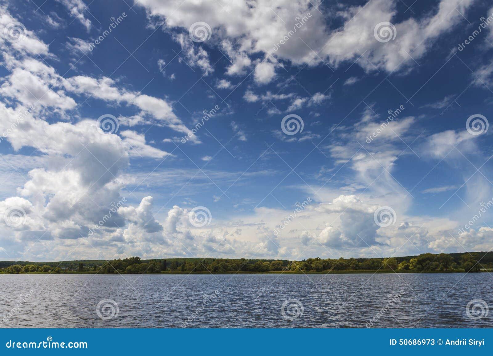 Download 与美丽的蓝色的海海湾天空 库存图片. 图片 包括有 本质, 波纹, 全景, 更加恼怒的, 触毛, 摄影, 蓬松 - 50686973