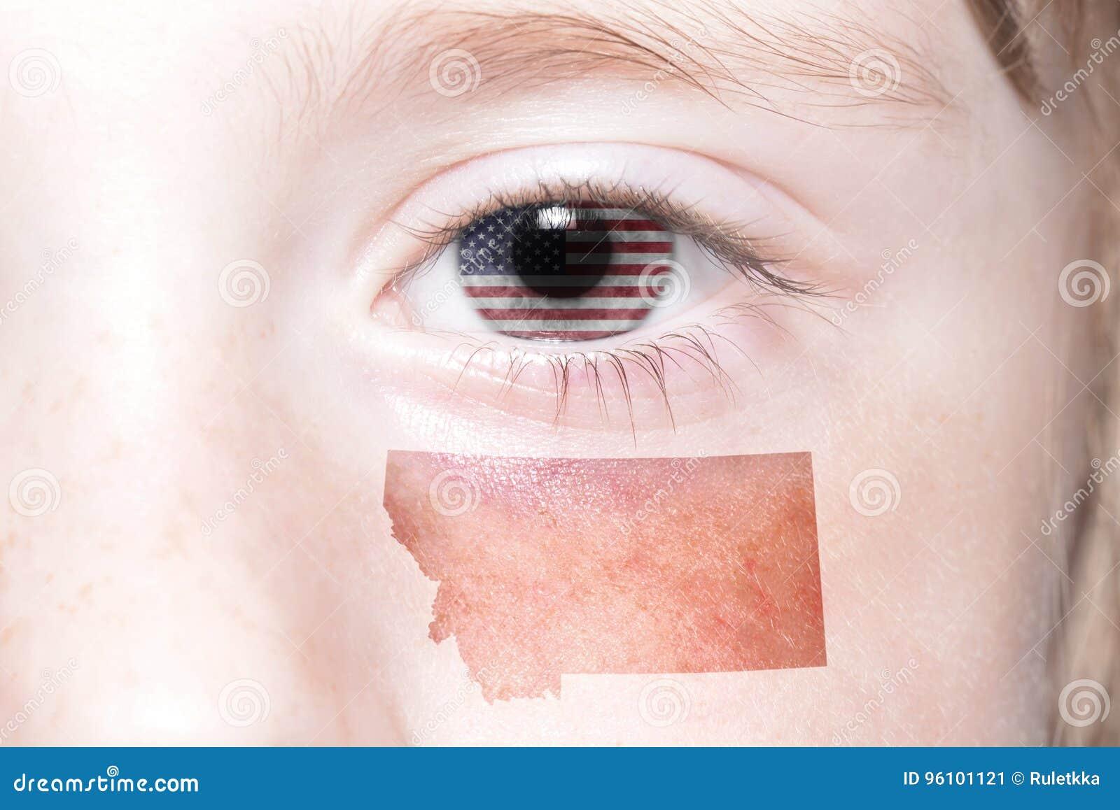 与美国的国旗的人的` s面孔和蒙大拿陈述地图
