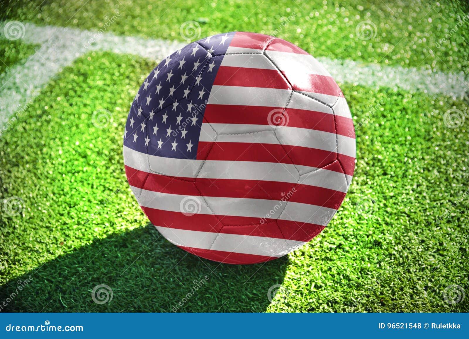 与美国的国旗的橄榄球球