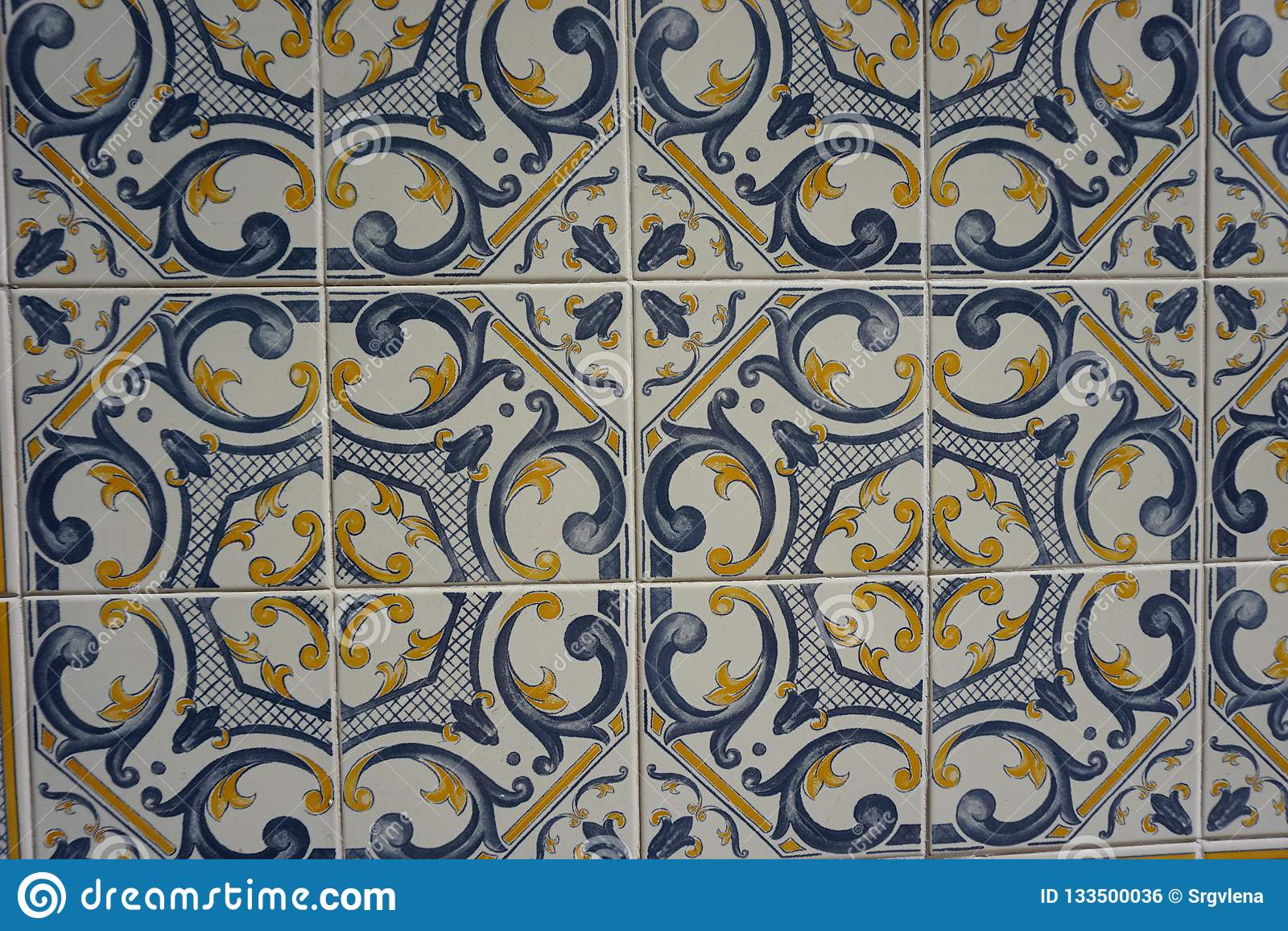 与美好的蓝色和黄色样式的Azulejos
