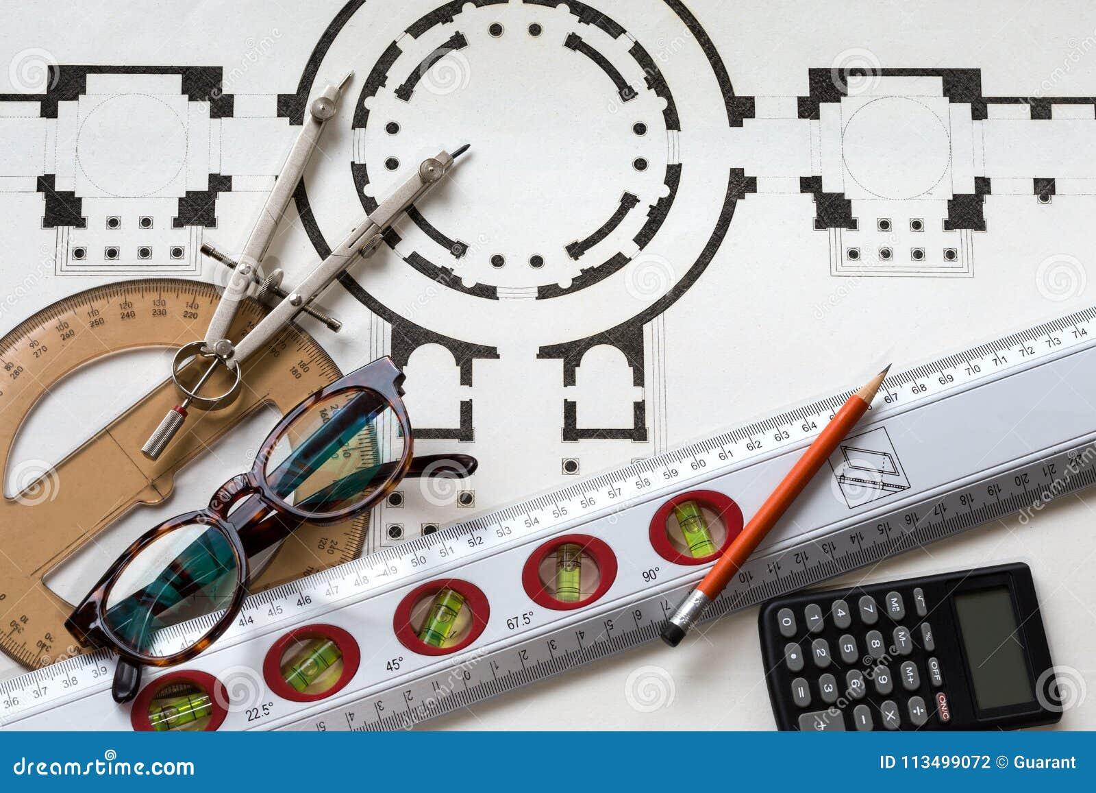 与老历史的计划和有用的工具的建筑学项目