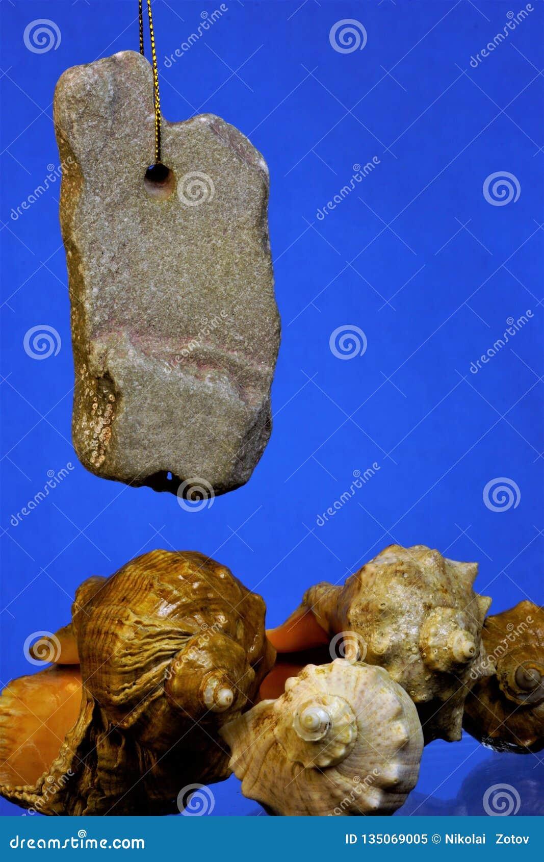 与自然起源鸡上帝孔的石头,在异端期间,使用了作为种田的护身符和护符,寻找和 海