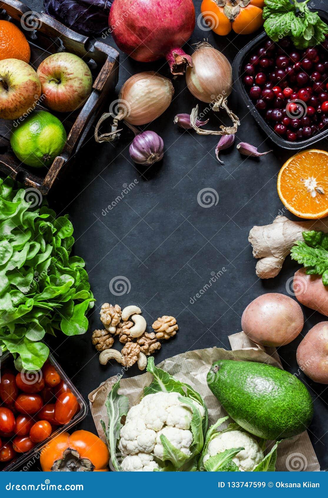 与自由空间的新有机自然食物背景文本的,顶视图,黑暗的背景