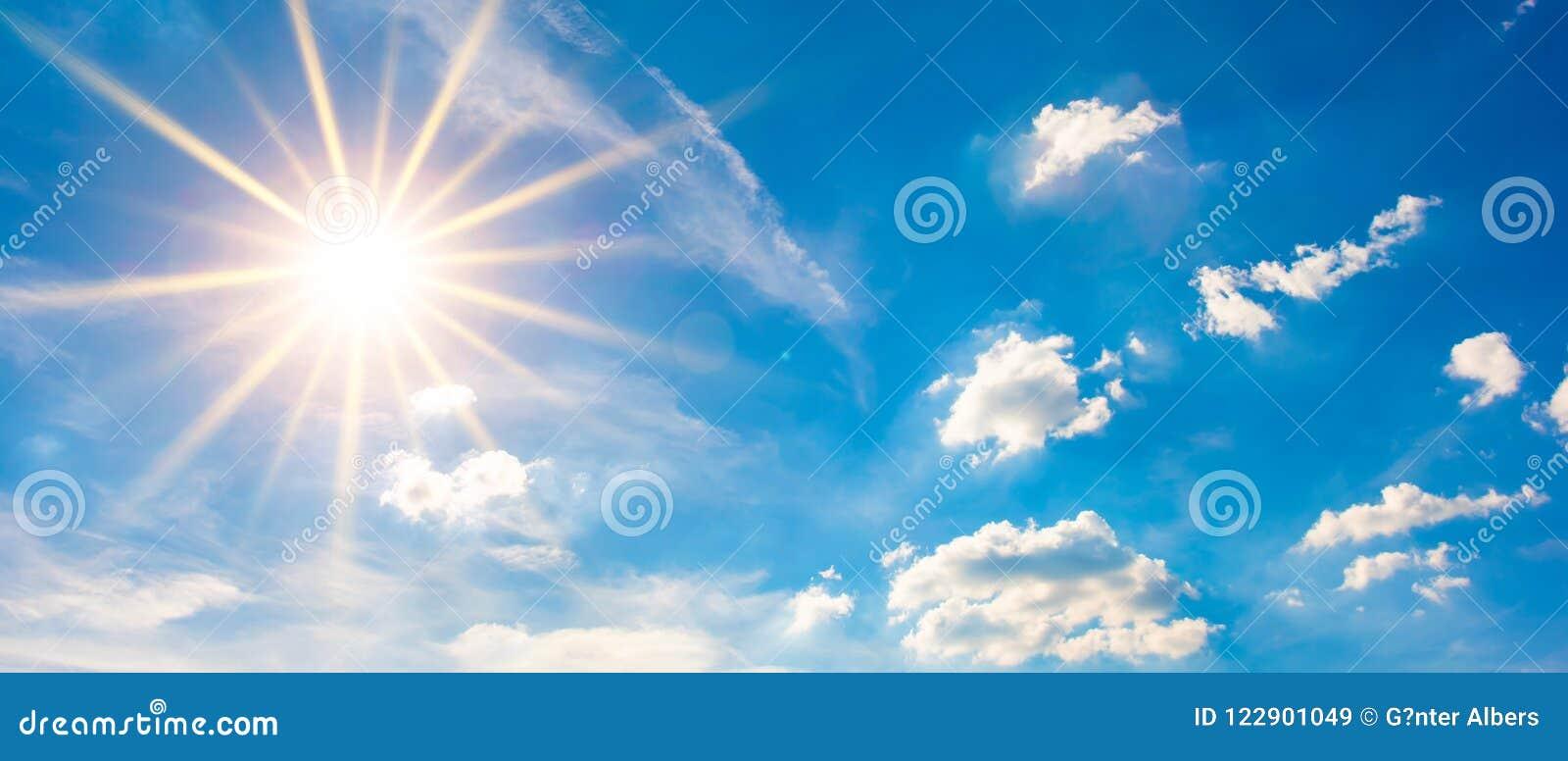 download 与蓝天和明亮的太阳的夏天背景 库存图片.图片