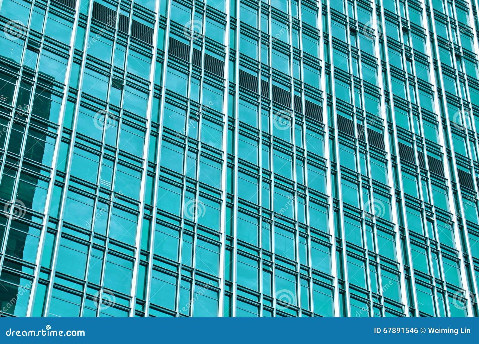 与蓝色玻璃的现代大厦