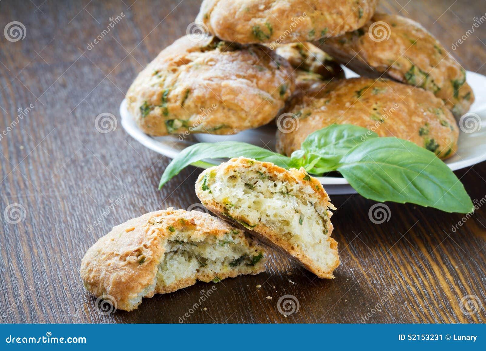 与蓬蒿和巴马干酪的曲奇饼