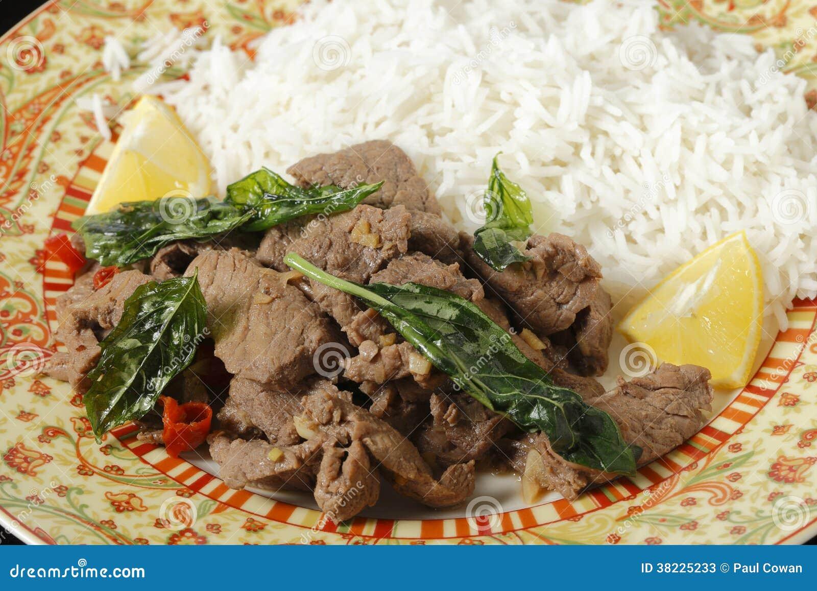 与蓬蒿的辣椒牛肉