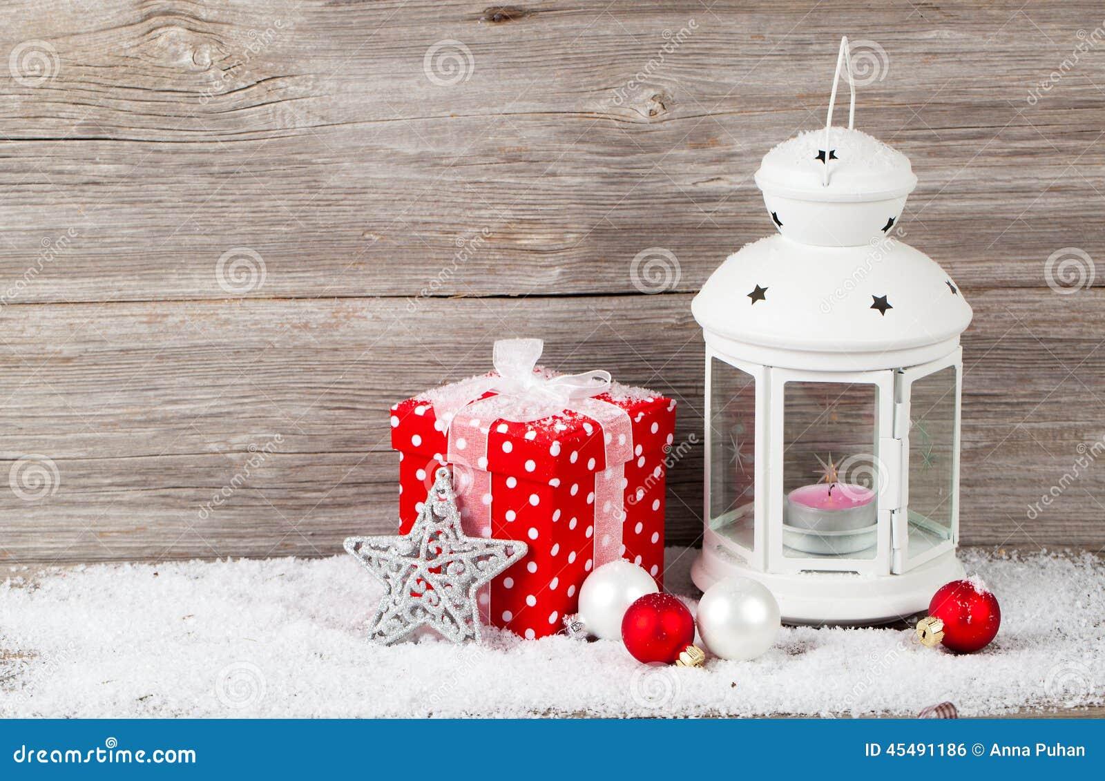 与蜡烛的圣诞节装饰在灯笼