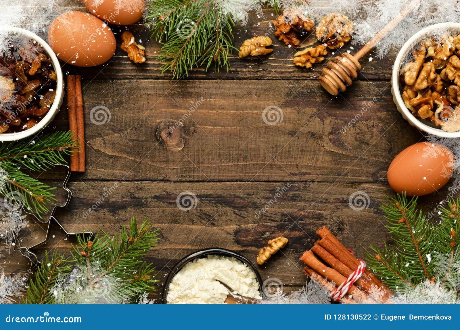 与装饰的圣诞卡片在木背景 Christma
