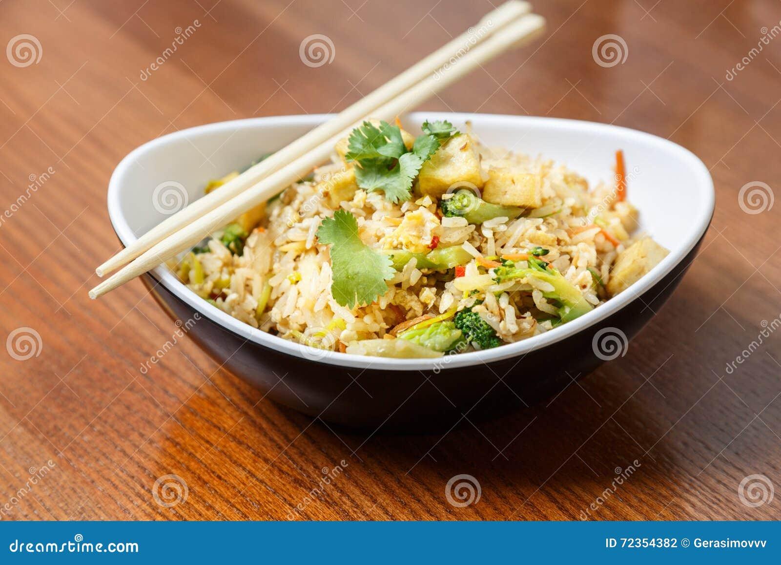 与豆腐和菜的亚洲riÑ  e