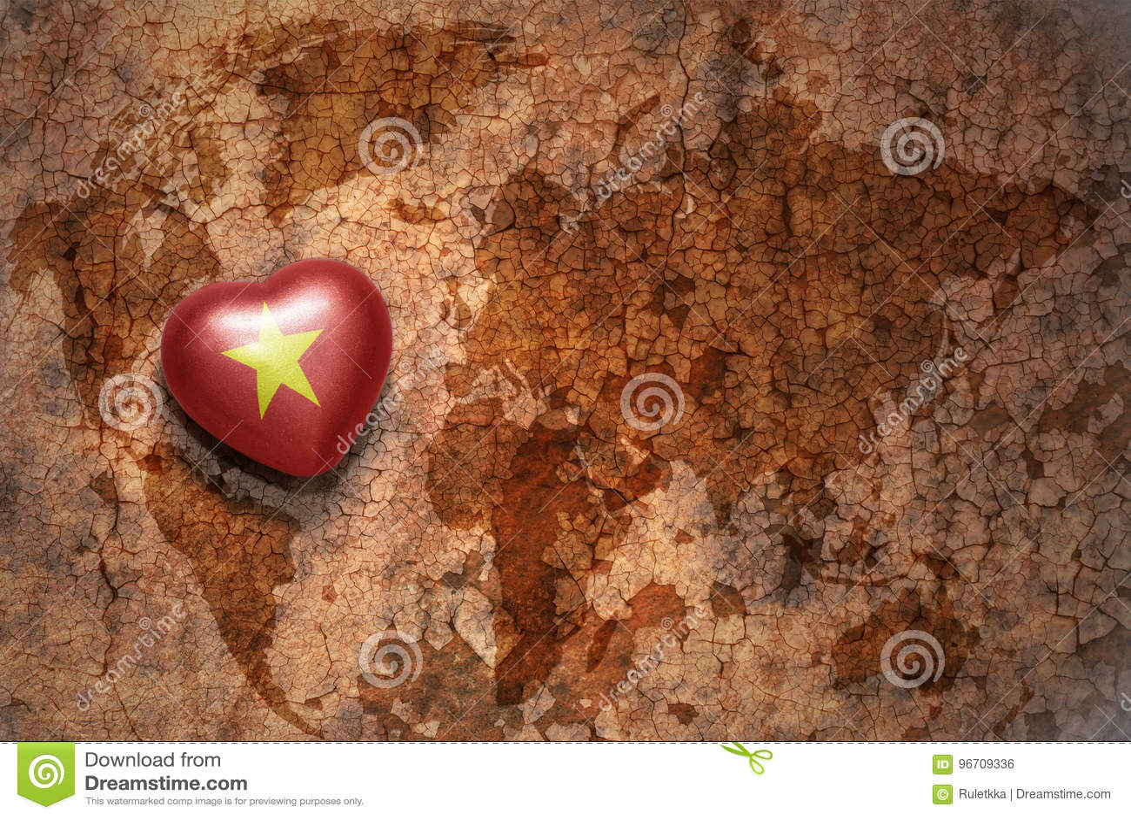与越南的国旗的心脏葡萄酒世界地图裂缝纸背景的