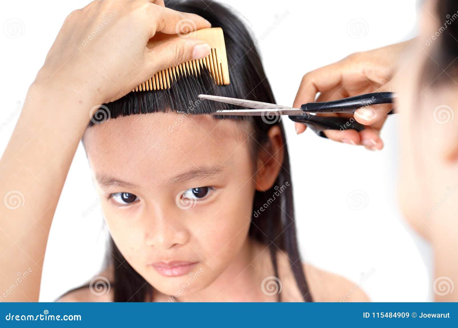 与轰隆的传统hairstlye