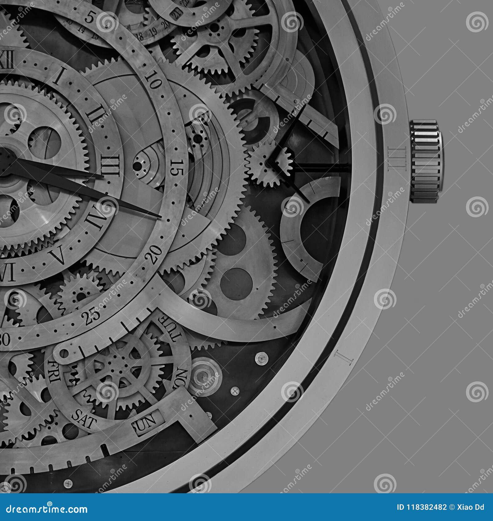 与里面几何样式的机械时钟细节