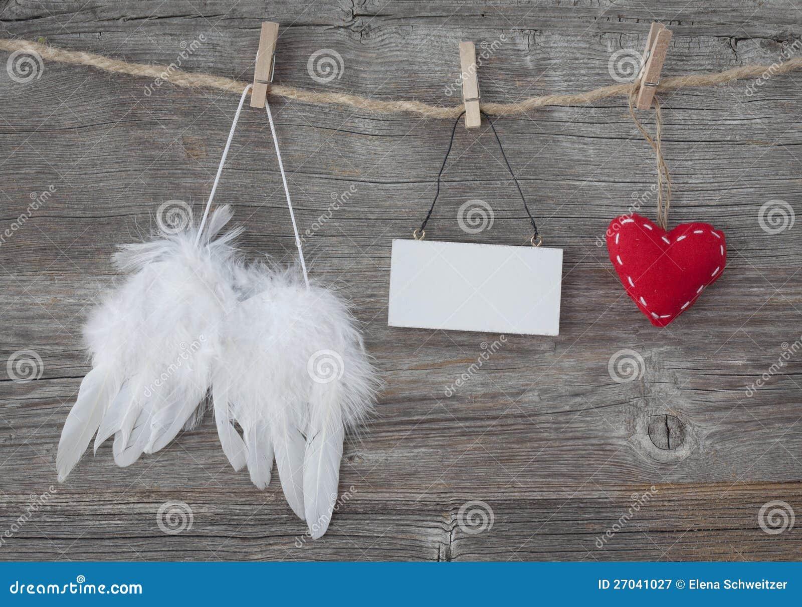 与重点和空白附注的天使翼
