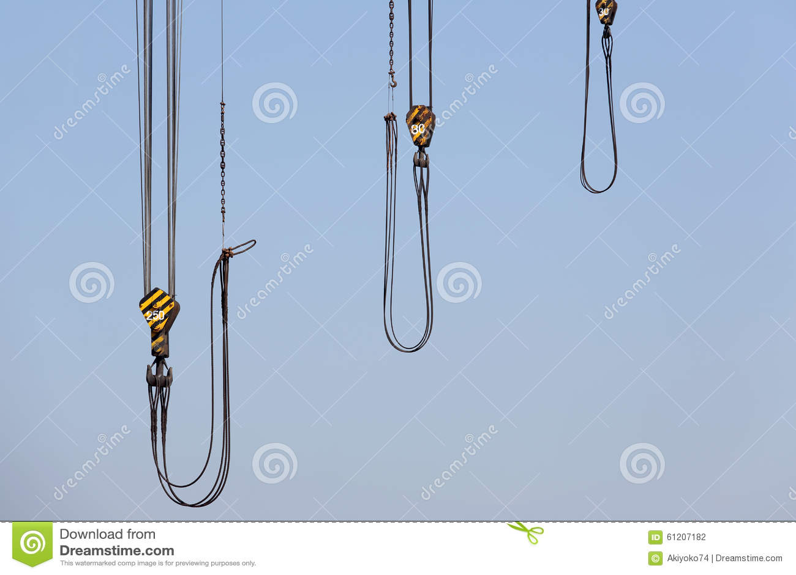 与钢勾子的起重机导线