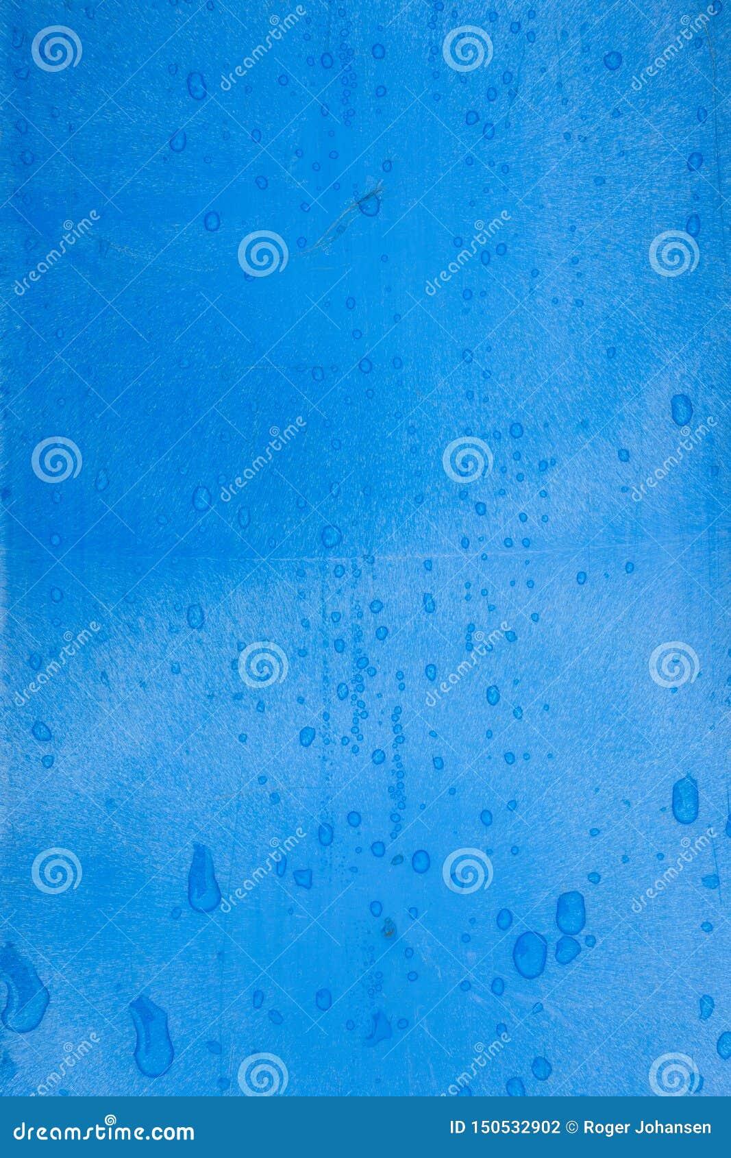 与雨珠的蓝色塑料纹理