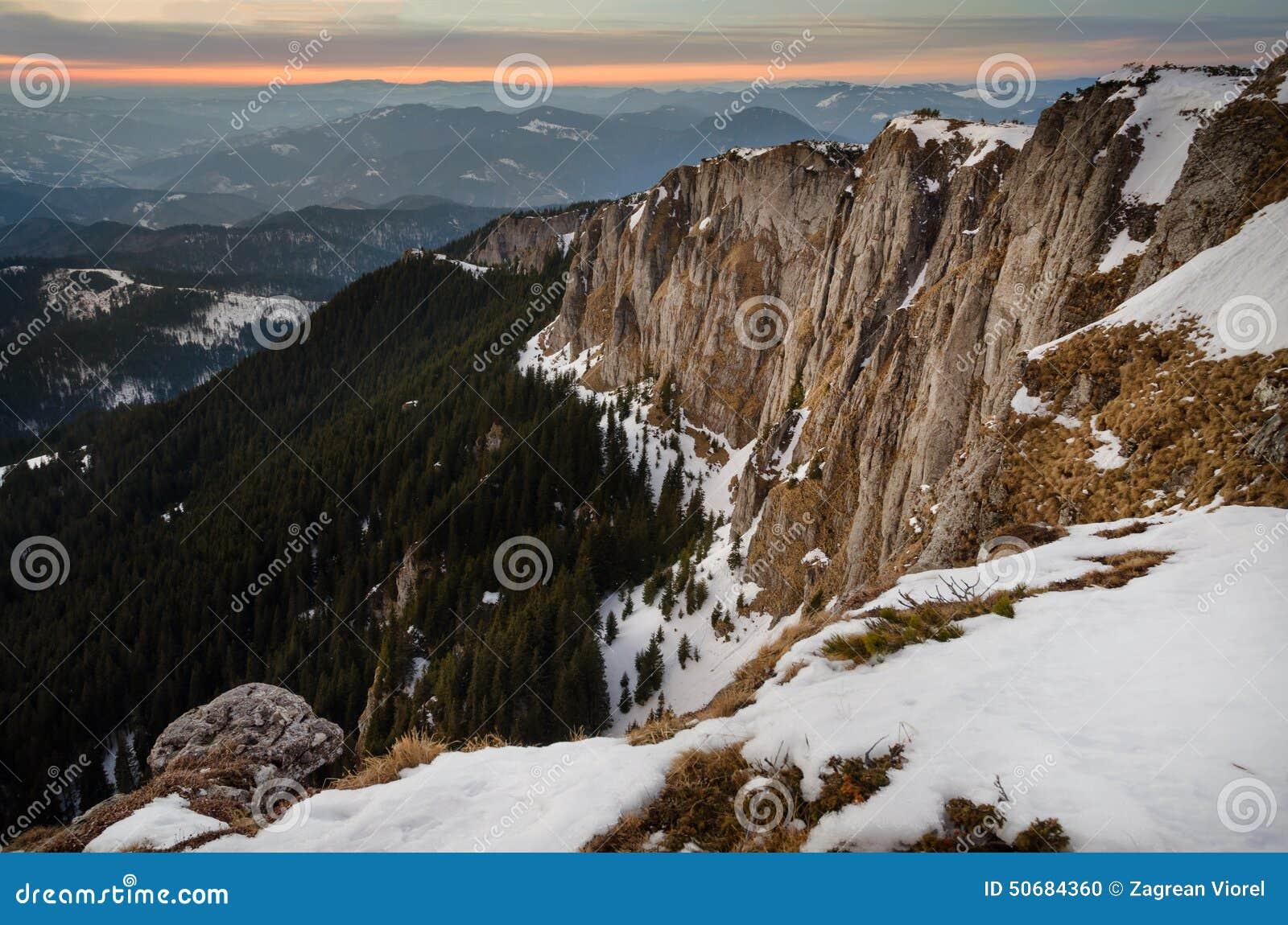 Download 与雪和蓝天的山风景 库存照片. 图片 包括有 全景, 旅行, 季节, 小山, 天空, 蓝色, 空白, 横向 - 50684360