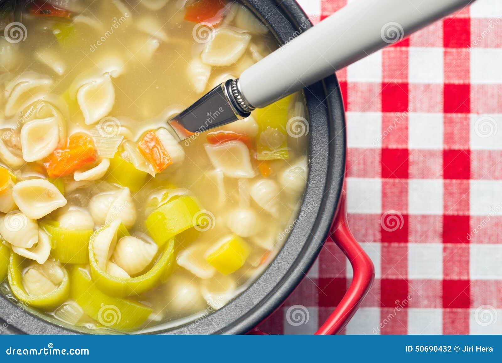Download 与面团的蔬菜汤 库存照片. 图片 包括有 法国, 厨房, 食物, 苹果酱, 美食, 午餐, 红萝卜, 素食主义者 - 50690432