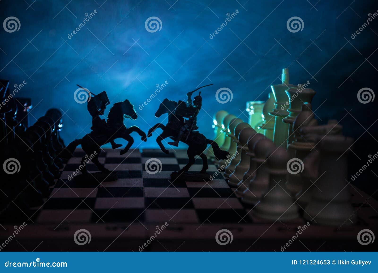 与骑兵和步兵的中世纪战斗场面在棋枰 棋盘企业想法的比赛概念和竞争和stra