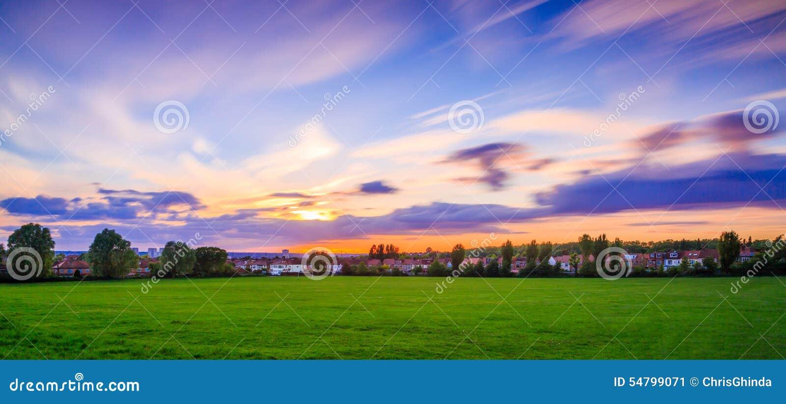 与移动的天空的风景