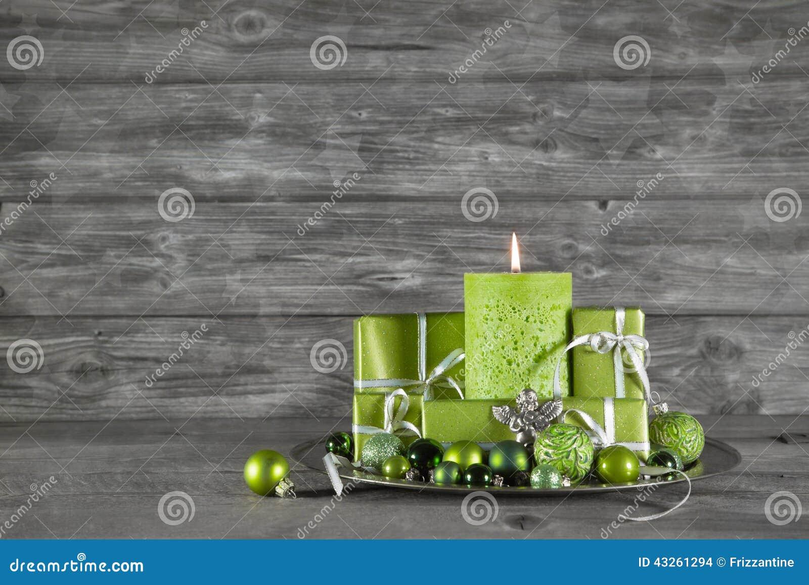 与绿色装饰的木圣诞节或出现背景,能