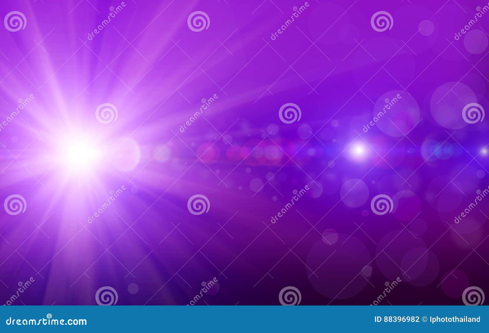 与紫色闪烁的Bokeh背景闪耀光芒在紫色背景的光bokeh