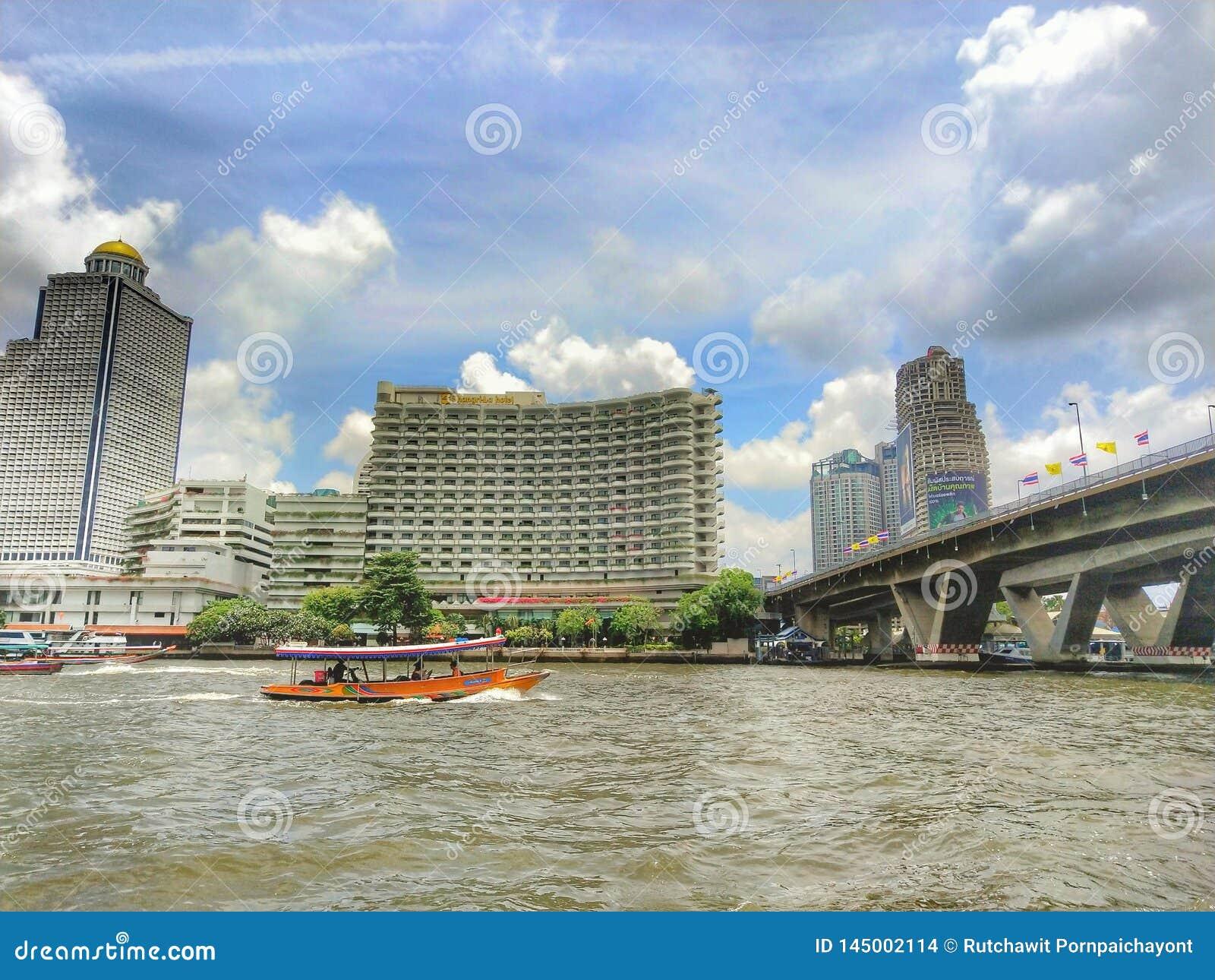 与Chaopraya河一起