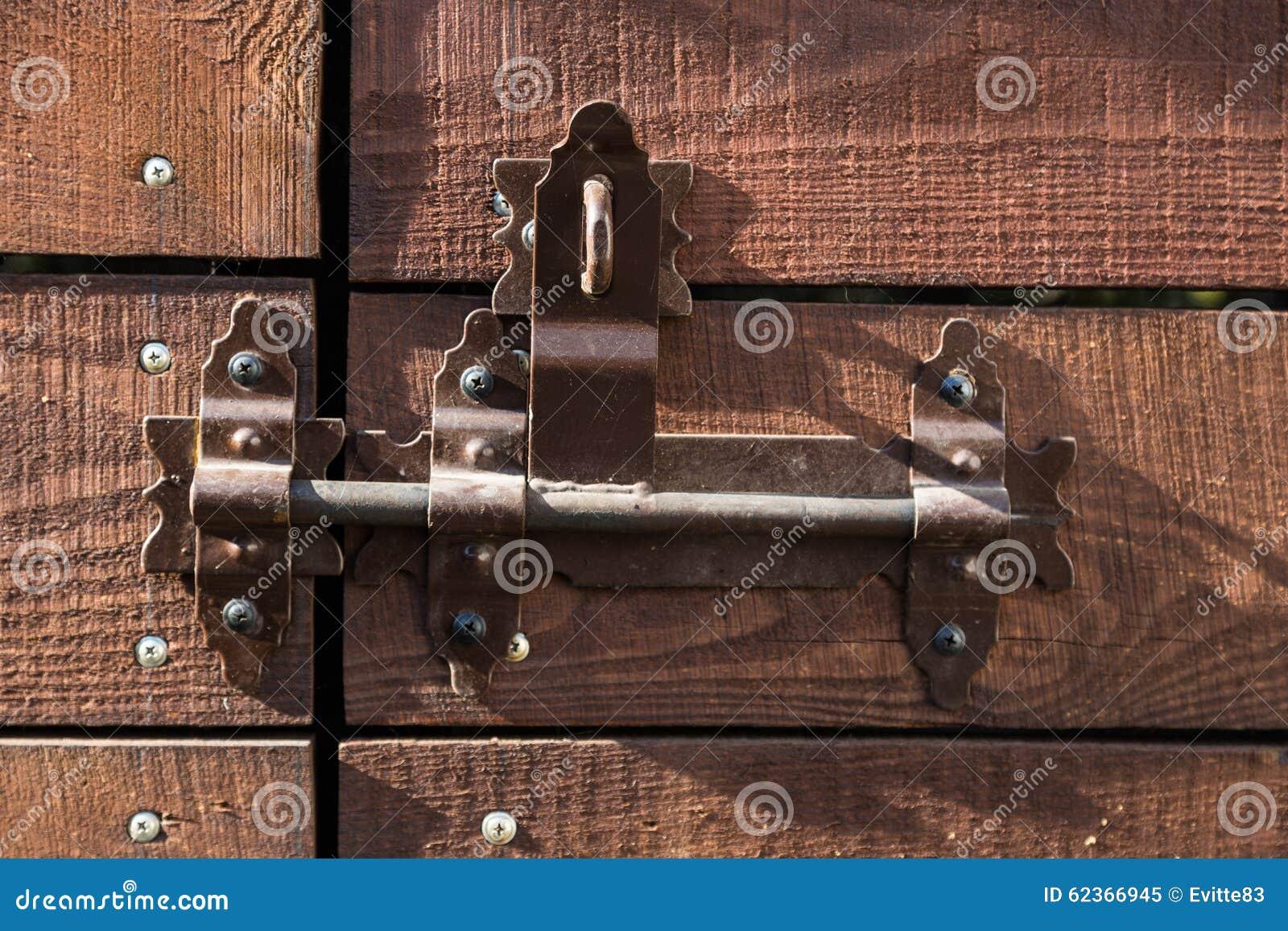 与deadbolt的门在光的关闭的
