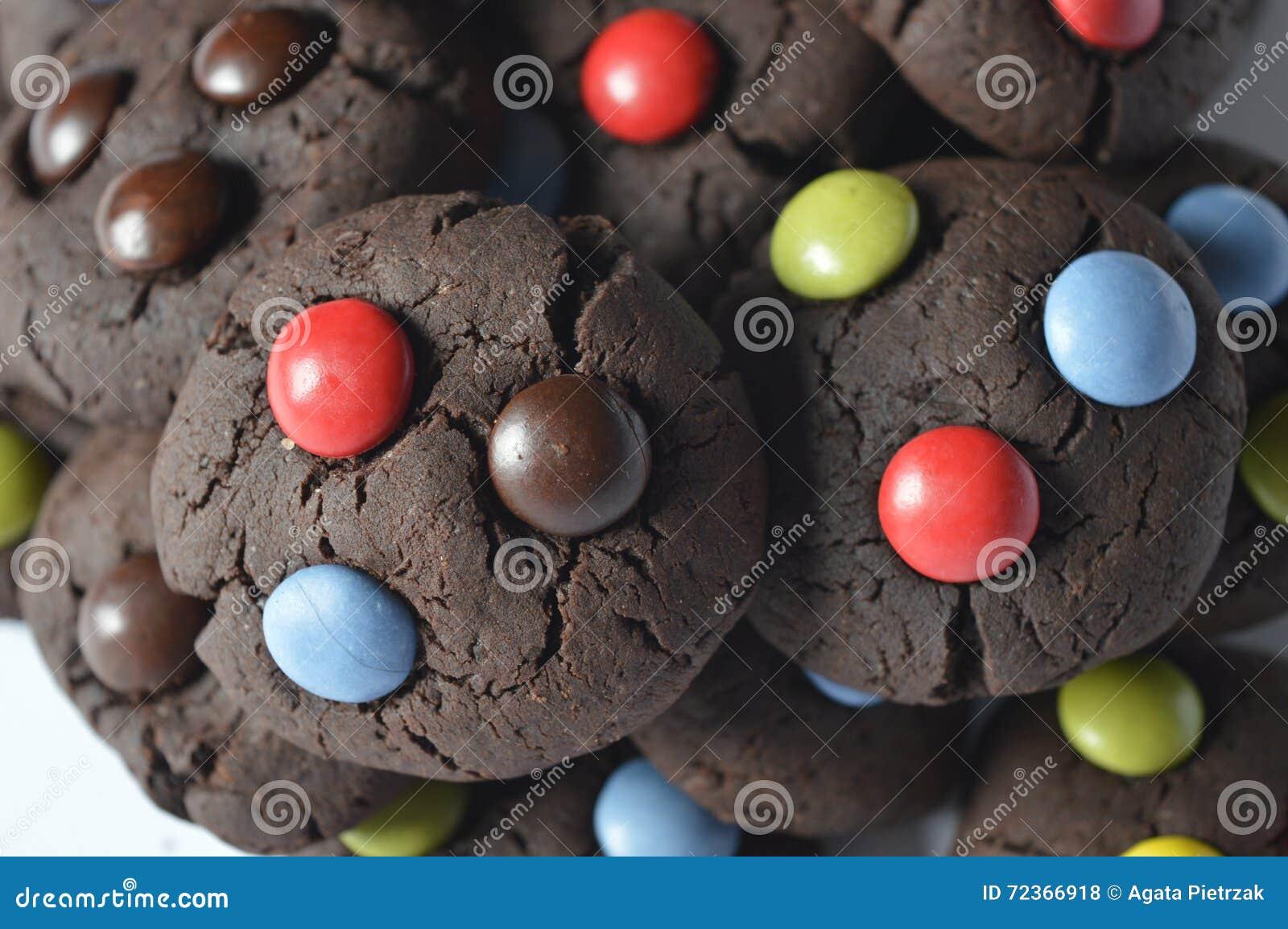 与M&M的巧克力曲奇饼