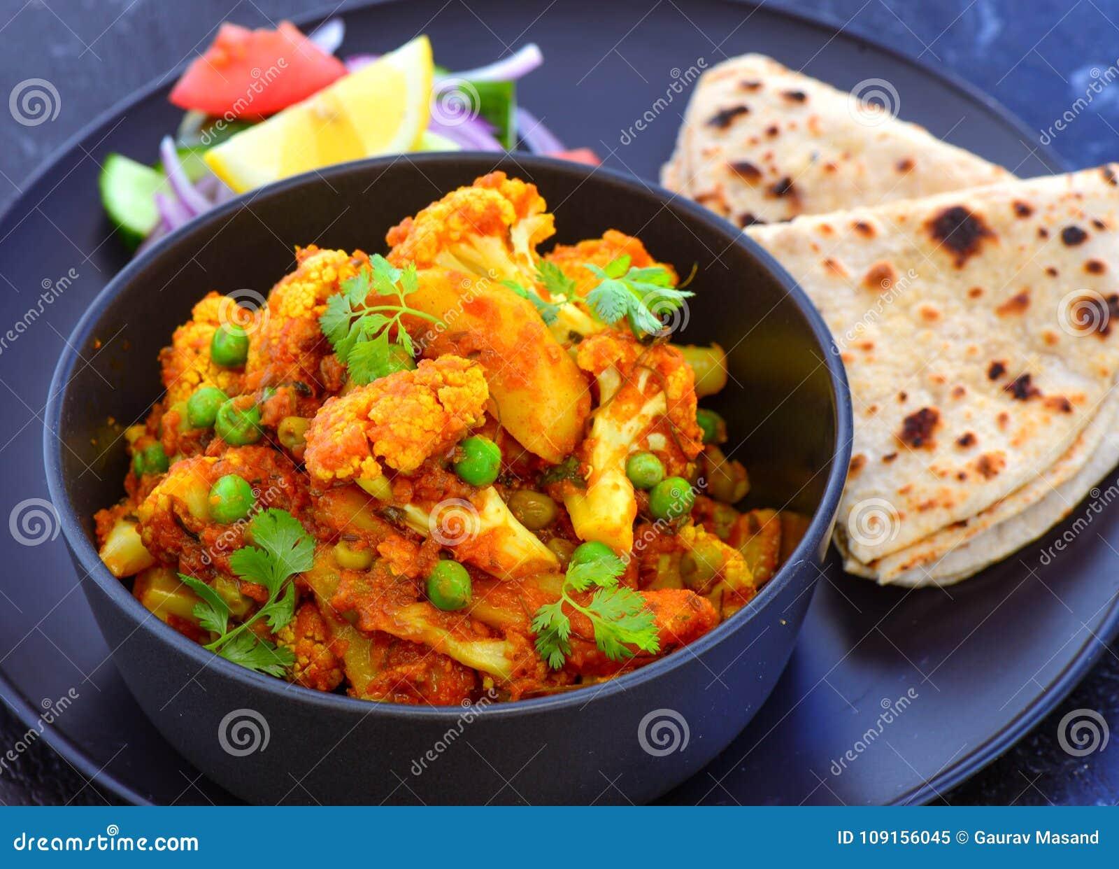 与roti的印地安素食膳食花椰菜咖喱