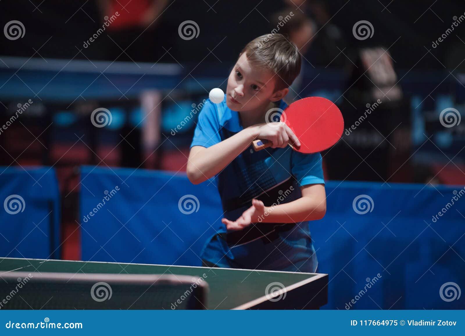 专业乒乓球球员年轻人男孩 小辈 冠军比赛