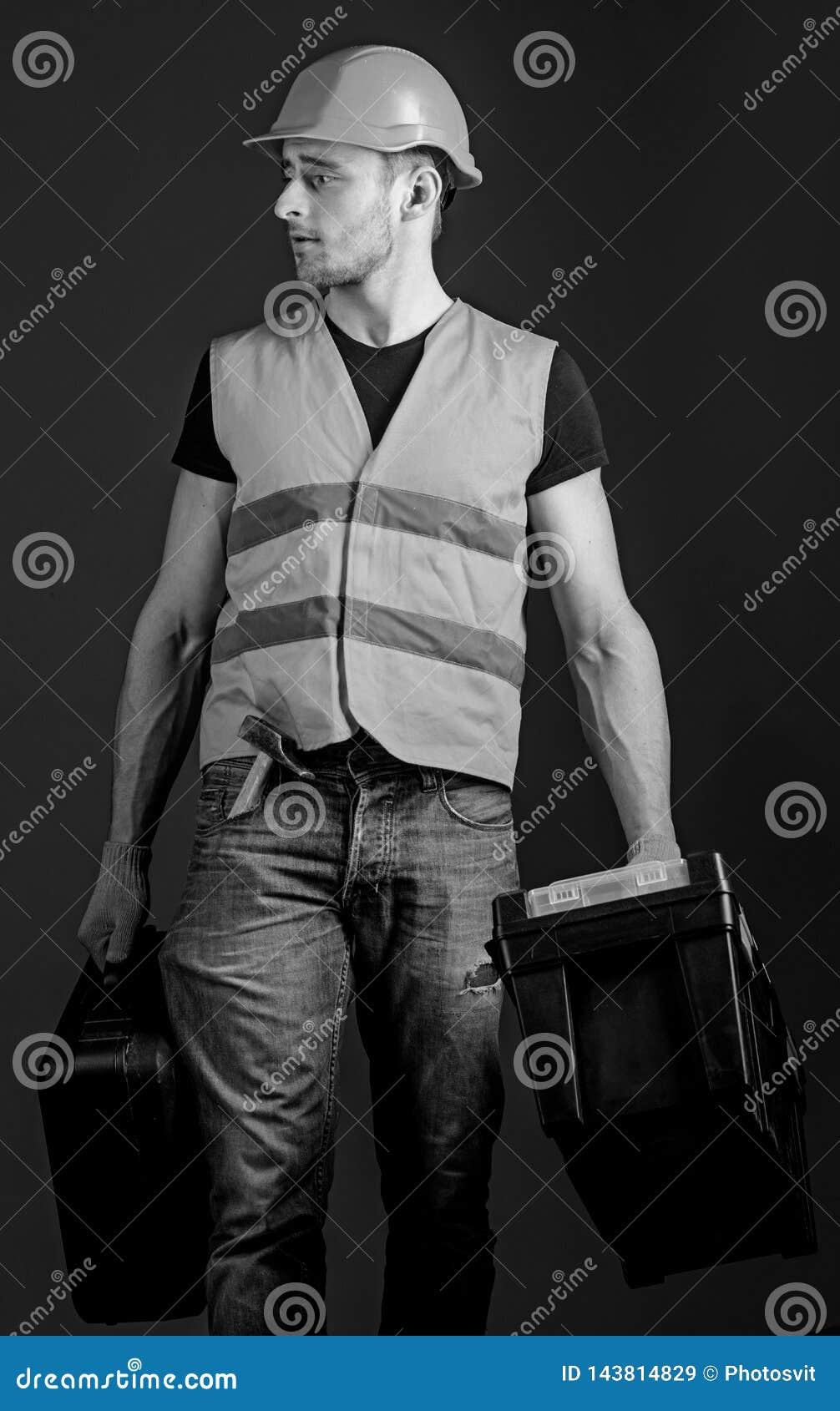 专业安装工概念 工作者,杂物工,安装工,在镇静面孔的建造者运载与专业工具的袋子