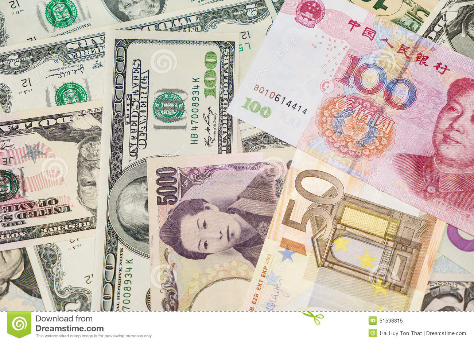 拍钱的照片_美国美元,欧洲欧元,日元和中国元 被拍的照片:2015年2月25日,.