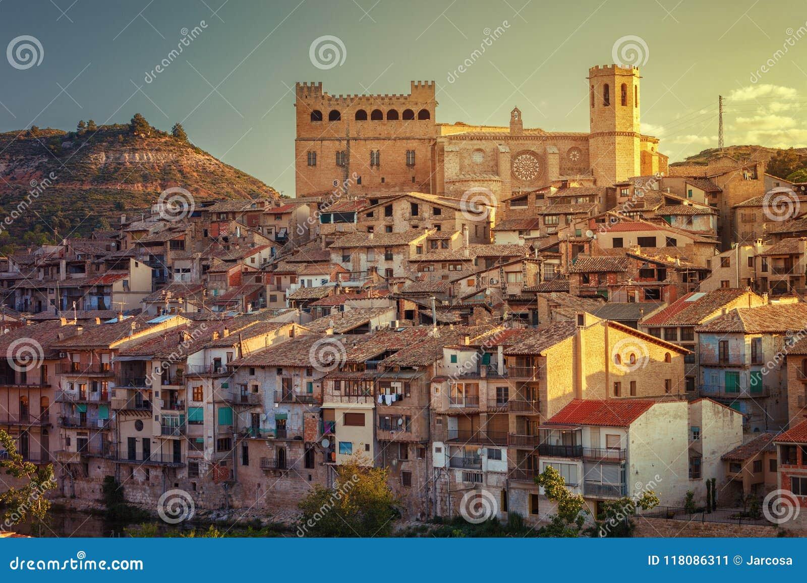 12世纪的巴尔德罗夫雷斯中世纪村庄, Matarrana dis