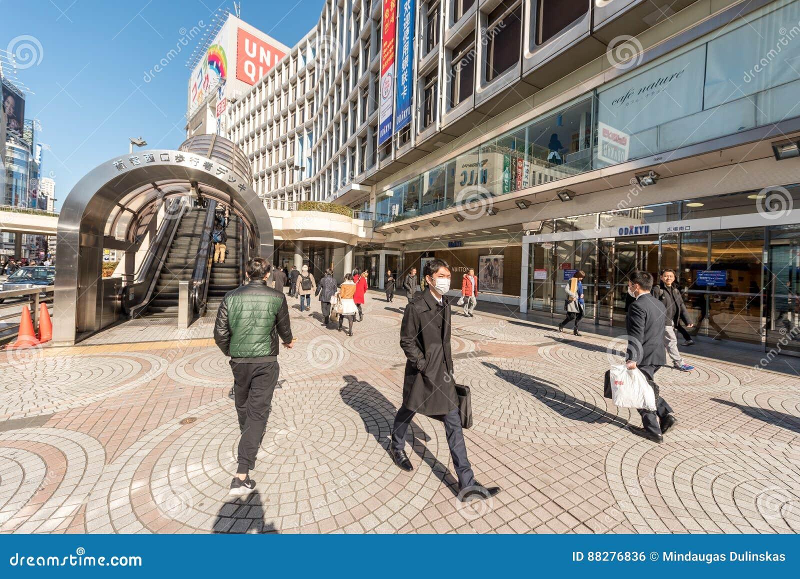 东京,日本- 2017年1月25日:东京新宿站地区