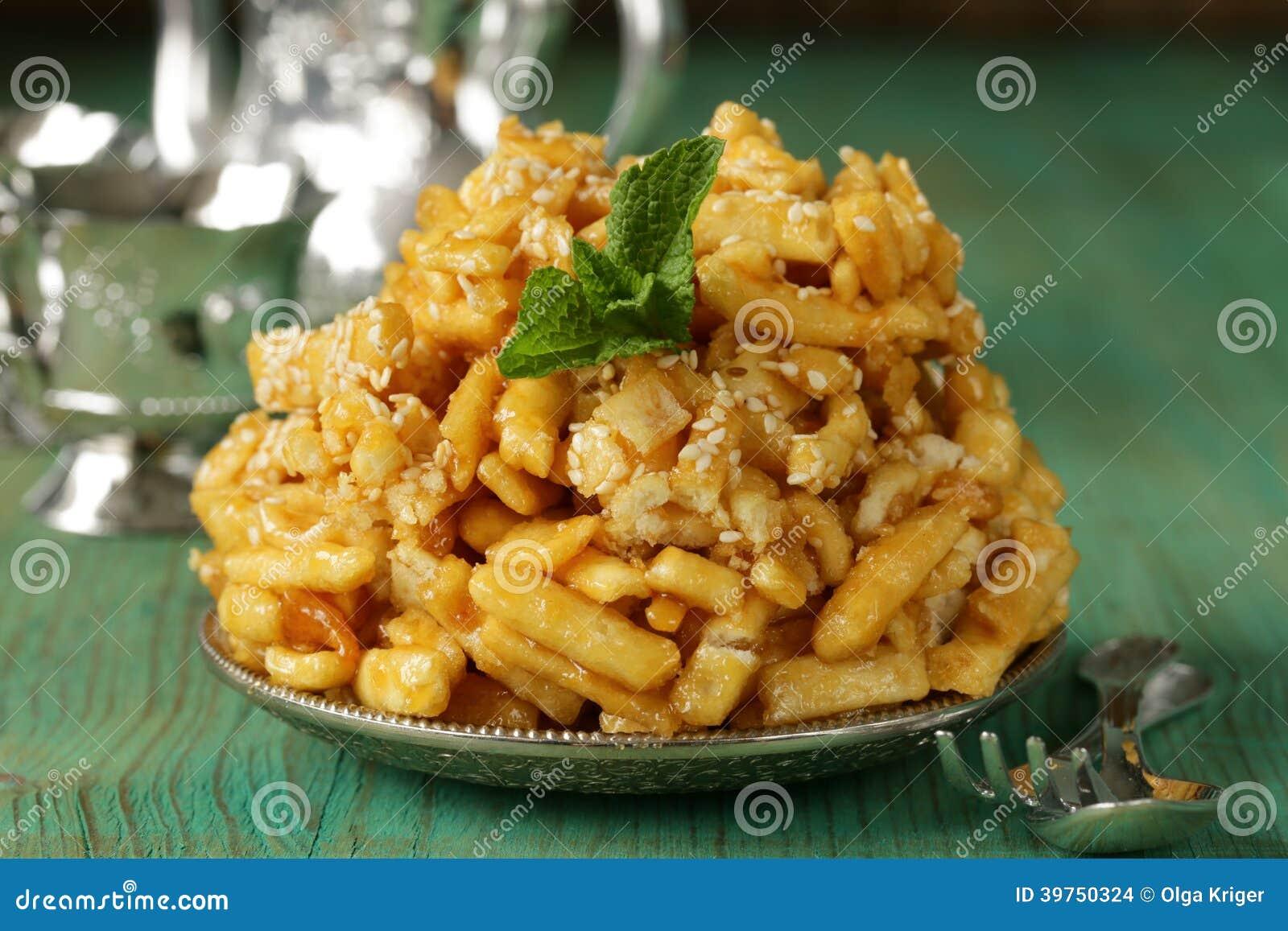 东方甜点(chak-chak)用蜂蜜和芝麻