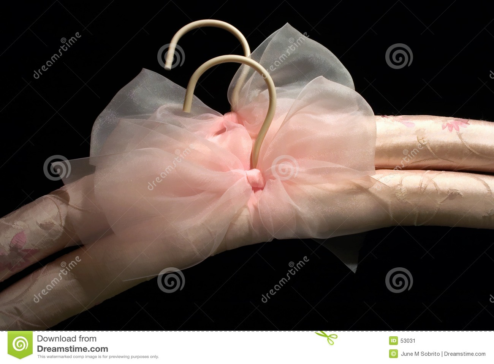 丝绸的挂衣架