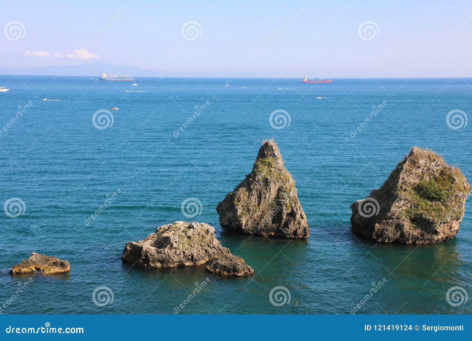 两个兄弟,大岩层,维耶特利苏玛雷,阿马尔菲海岸,意大利