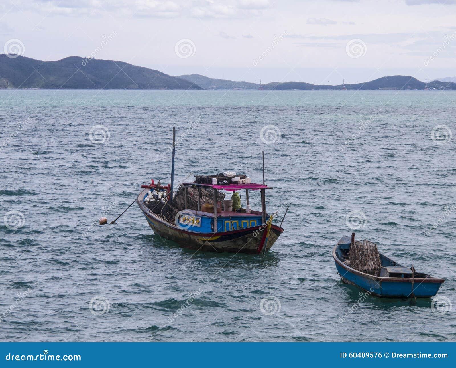 两个木渔船