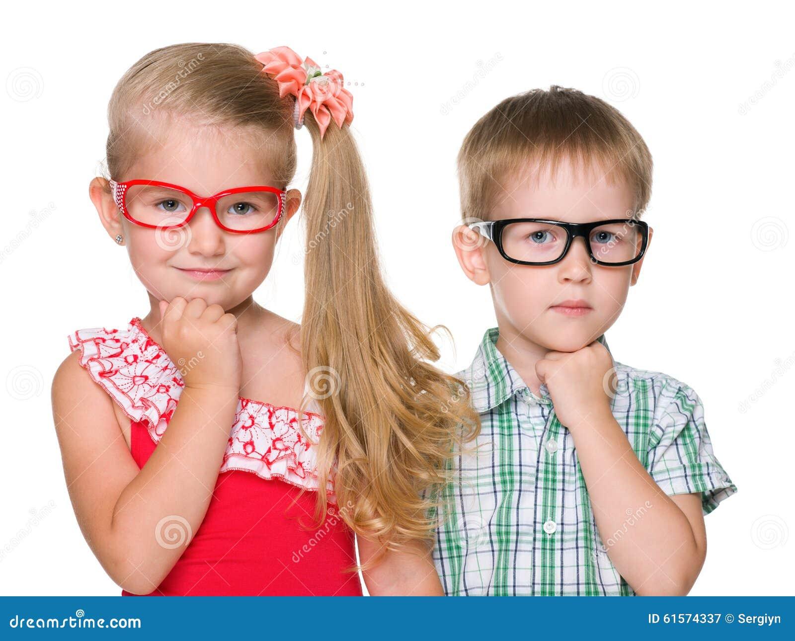 两个聪明的孩子画象