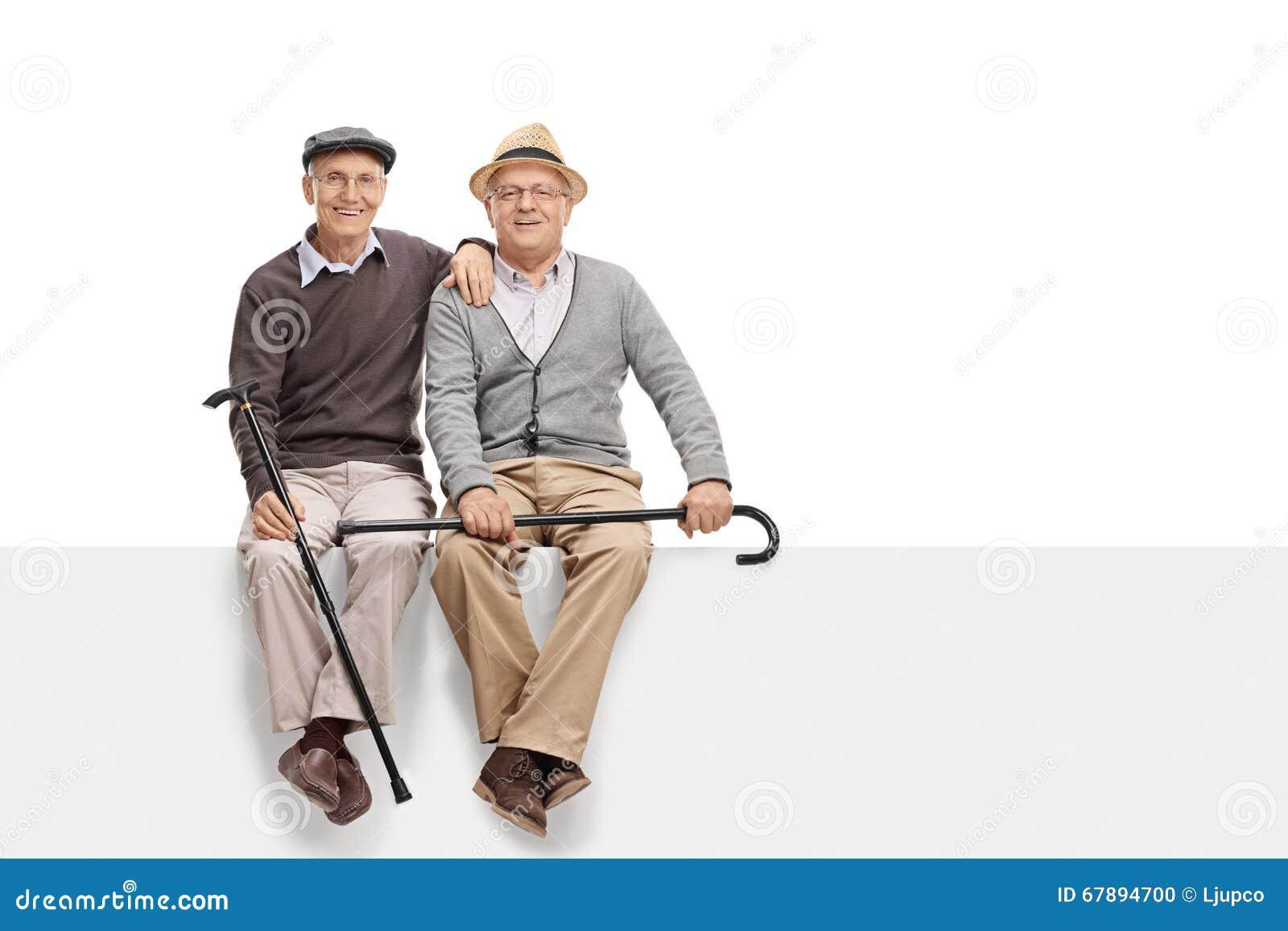 两个资深好朋友坐一个备用面板
