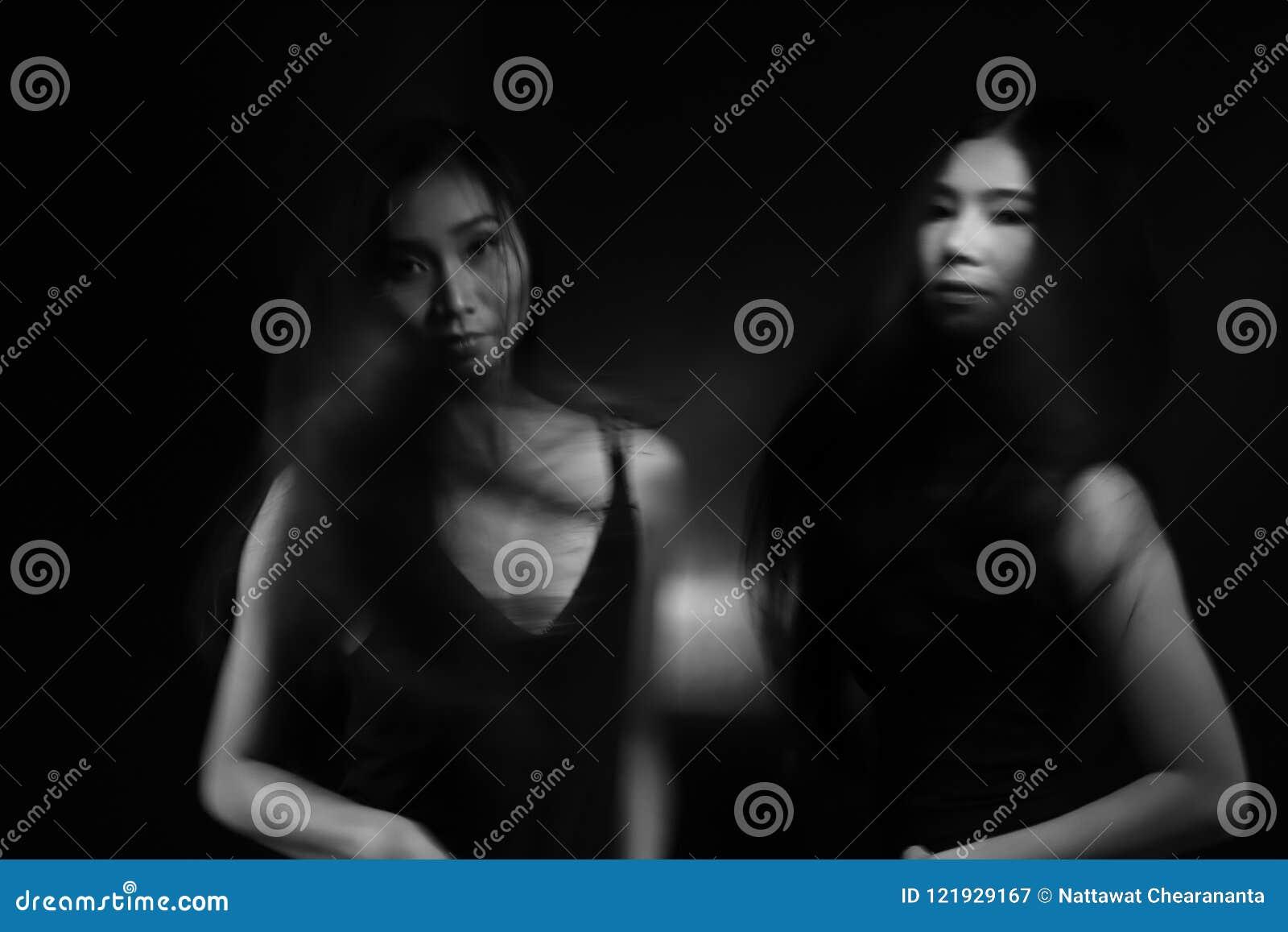裸体性交�G_两互相接触的绝望妇女尝试了解. 概念, 性交前的爱抚.
