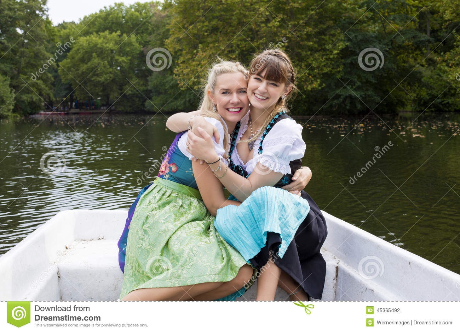 两划艇的妇女