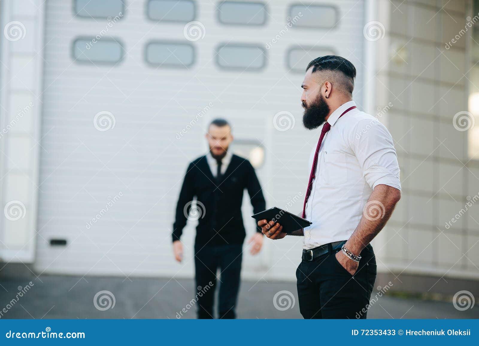 两商人在工作