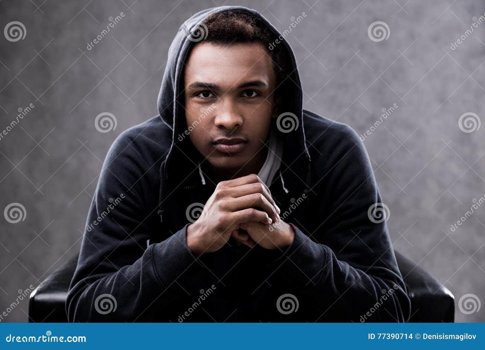 严肃的非裔美国人的人画象