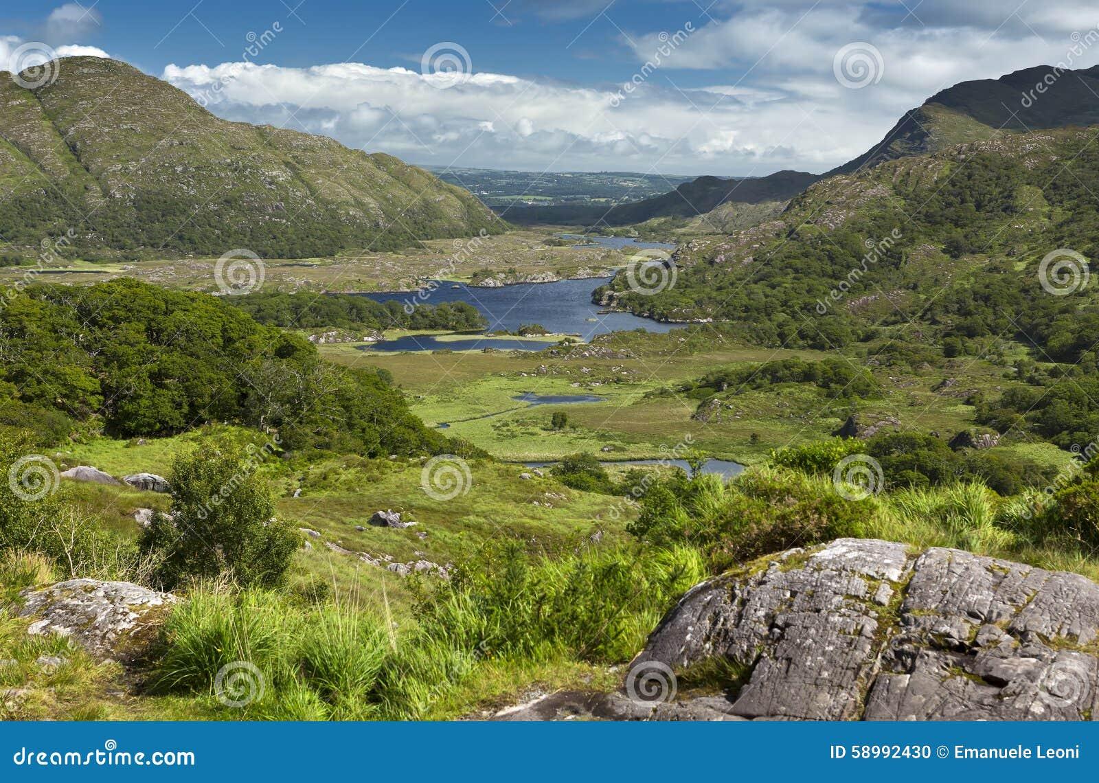 1861个美丽的告诉的这里日凯利killarney夫人湖山说出刚孵出的雏点女王/王后s名字风景有利维多利亚视图被访问的等待是的夏天晴朗的被采取的谷谁 谷的这个风景看法是达