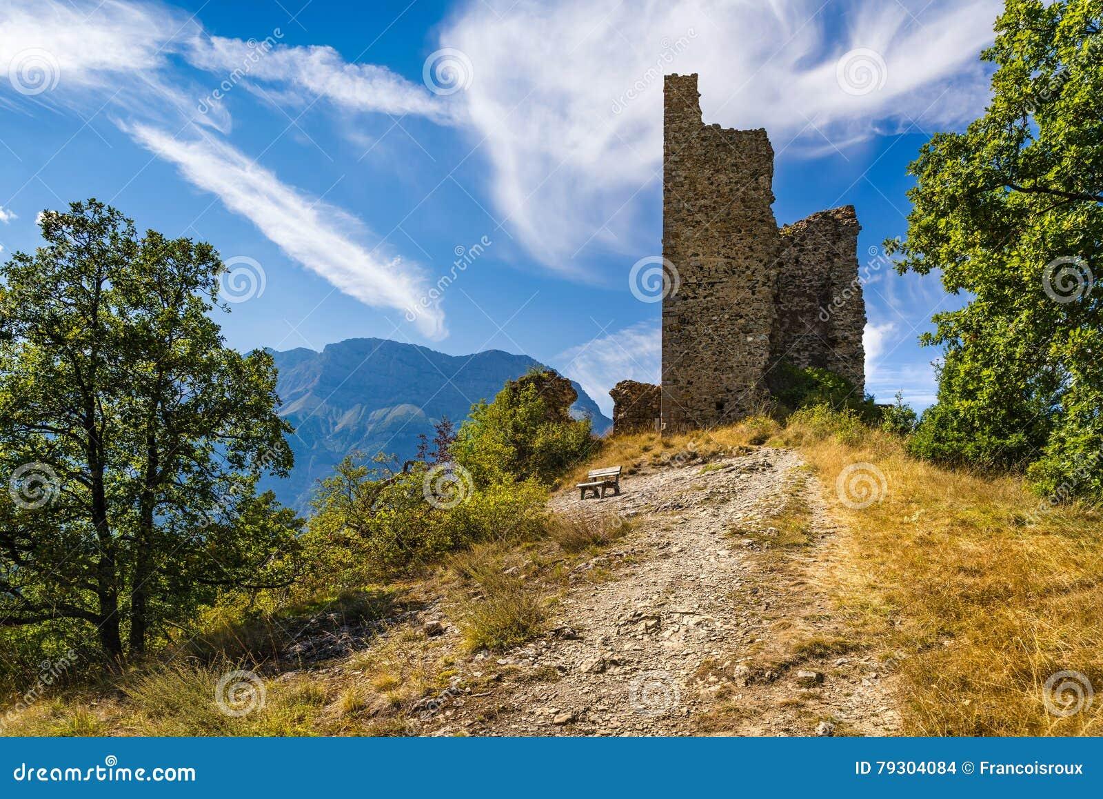 中世纪圣徒弗明城堡废墟  Valgaudemar,阿尔卑斯,法国