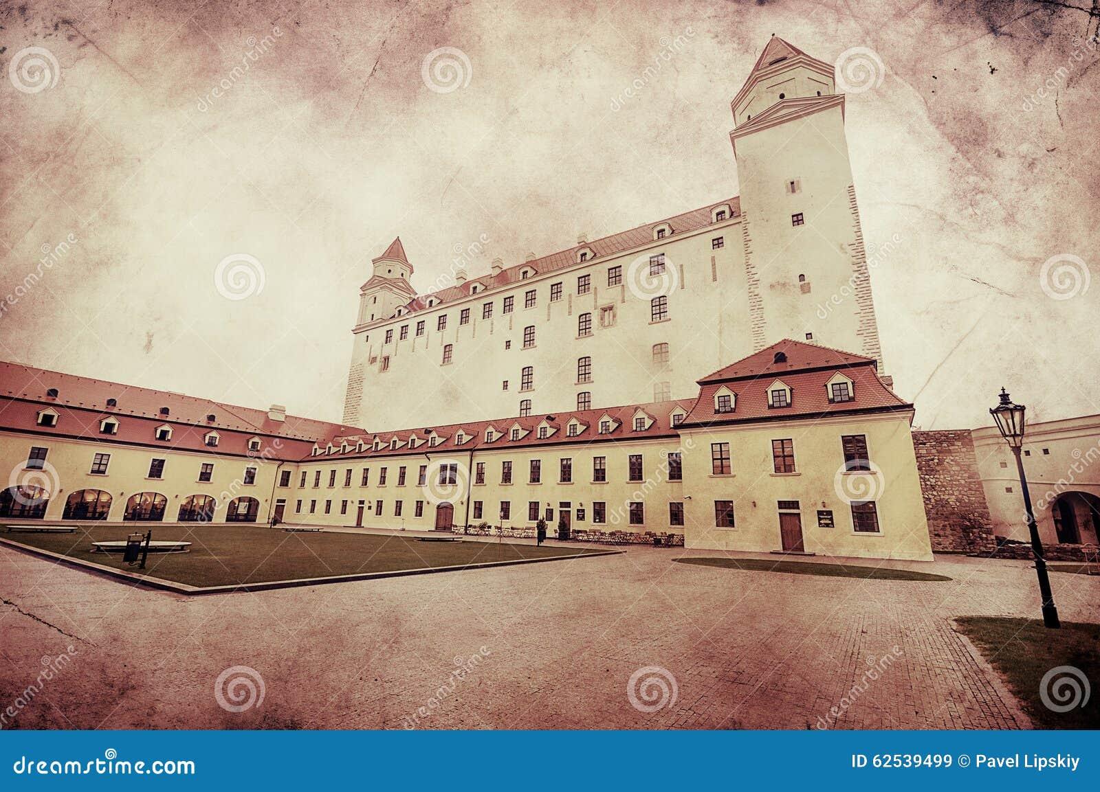 中世纪城堡的减速火箭的图象在布拉索夫